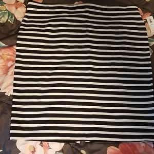 Old Navy black and white striped skirt. NWT Size L